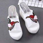 DANDANJIE Mesdames Printemps Chaussures PU Confort Oiseaux Modèle Pantoufles et Tongs Femmes Talon Compensé à Bout Ouvert Pour Casual (Noir Blanc) de la marque DANDANJIE image 2 produit