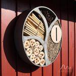 Gardigo 90567 - Hôtel à Insectes Rend en Bois Naturel/Bambou; Refuge pour Hibernation/Nidification; Maison, Abri, Nichoir à Coccinelle Abeilles Papillons Guêpes; 30 x 30 x 6,5 cm de la marque Gardigo image 2 produit