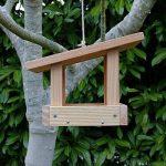 Mangeoire plateau le refuge, mangeoires pour oiseaux en bois massif, fabrication artisanale de la marque Nichoirs-Mangeoires image 1 produit