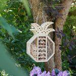 Navaris Hôtel à Insecte Bois - Cabane abri Forme Ananas 21,5 x 32 x 8 cm - Maisonnette Refuge Abeille Coccinelle Papillon Autres Insectes Volants de la marque Navaris image 1 produit