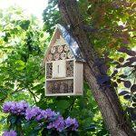 Navaris Hôtel à insecte bois - Cabane abri XL 23 x 40 x 7 cm - Maisonnette refuge toit métal abeille coccinelle papillon et autres insectes volants de la marque Navaris image 1 produit