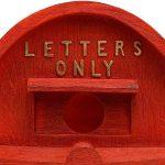 Nichoir à Oiseaux à Suspendre Modèle Boîte aux Lettres de Style Britannique 'Home Sweet Home' en Polyrésine Rouge de la marque Gardens2you image 3 produit
