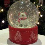 Oiseaux de Noël Boule de neige ~ Verre Boule à neige avec Cute Bird avec cache-oreilles de la marque Mezzaluna Gifts image 1 produit