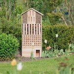 Relaxdays Hôtel à insectes en bois XXL abri abeilles papillon jardin balcon hérisson HxlxP: 118 x 57 x 24 cm, nature de la marque Relaxdays image 1 produit